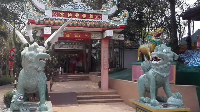 Паттайя, монастырь у золотого Будды