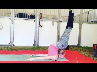 SLs Crazy Handstand Flexibility! Gymnastic motivation by Kelly Saabel