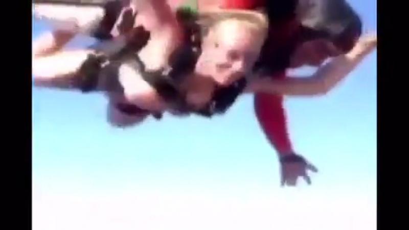 Голый прыжок с парашютом.mp4 (360p).mp4