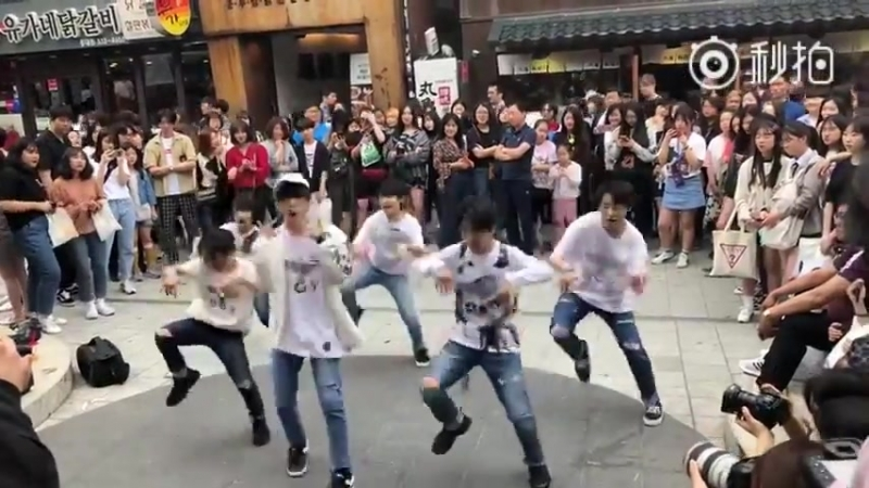 BOYSTORY Hongdae Busking Jump Up 20180520