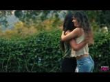 Jéssica Couri e Maria Paula Senna dançando forró