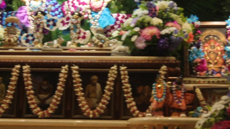 MVI_0348 Храм Кришны в Москве День Явления Господа Баларамы Утренняя служба 26 августа 2018г
