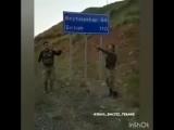 Турецкие солдаты танцуют под Азербайджанскую музыку в Сирии.