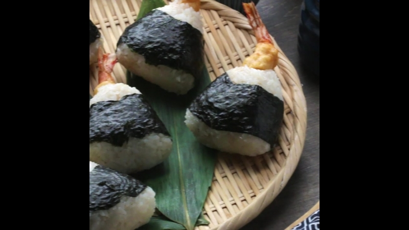 Онигири с креветкой Deep Fried Shrimp Onigiri
