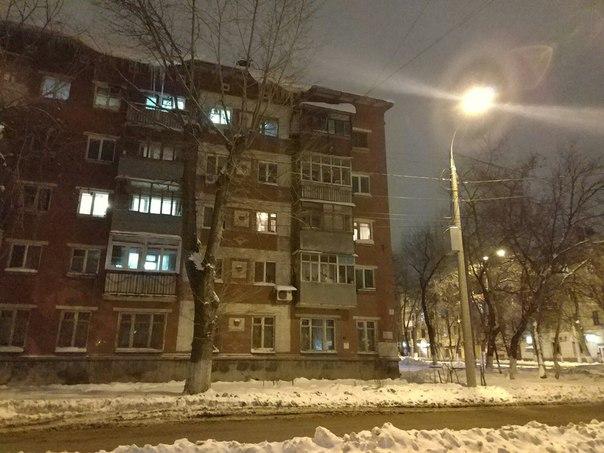 Скляренко / Масленникова.  Висят сосули и снег на крыше. Будьте осторо
