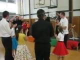 Вот так весело с детьми в Чехии танцуют Square Dance.