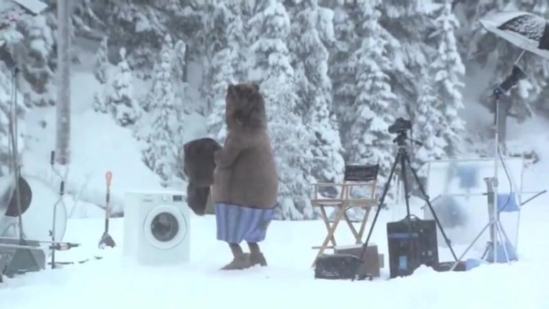 Медведь неожиданно появился на съемках (Кураж-Бамбей) (480p).mp4