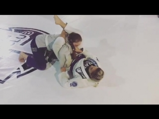 Knee shield half-guard vs. leg weave ➡️ how to recover Open guard or attack/sweep.