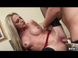 Sindy Lange. Молодой парнишка делает куни своей начальнице и трахает её в кабинете. зрелые мамки милфы жёны босс офис секс чулки