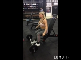 тренировка направлена на развитие мышц ног и плеч
