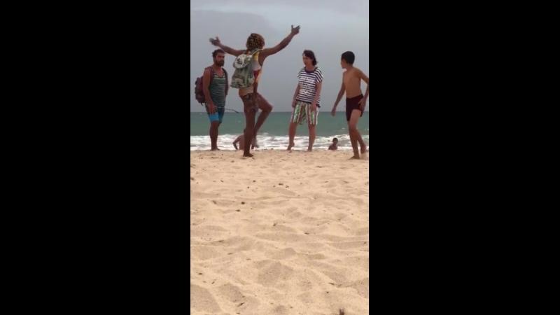 урок русского танца на пляже
