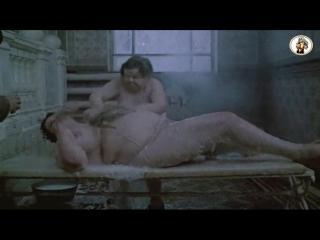 Стройная девушка в бане