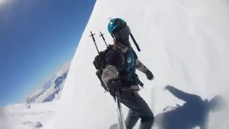 Спуск с Эльбруса на сноуборде.