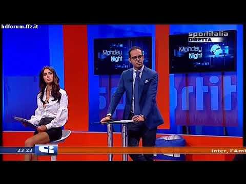Silvia Caruso - scollatura e minigonna a Monday Night 02-10-2017