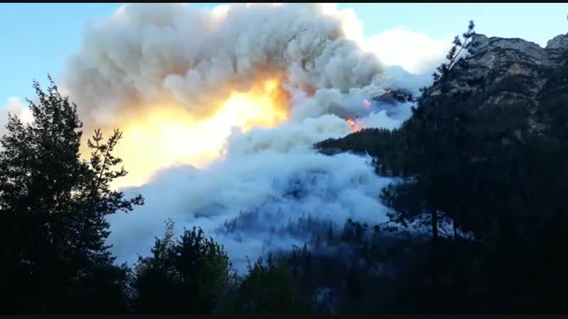 Incendio ad Agordo BL Video di un conoscente della protezione civile che abita ad