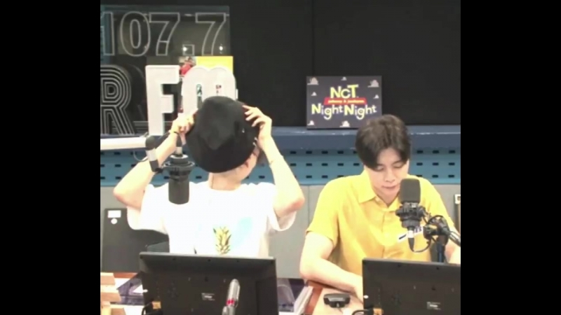 Jaehyun and Johnny dyed their hair!! Jaehyuns hair looks much lighter now and Johnnys hair is black 😭
