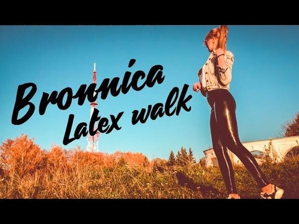 DAILY LATEX SET 2 latex Leggings on a Public