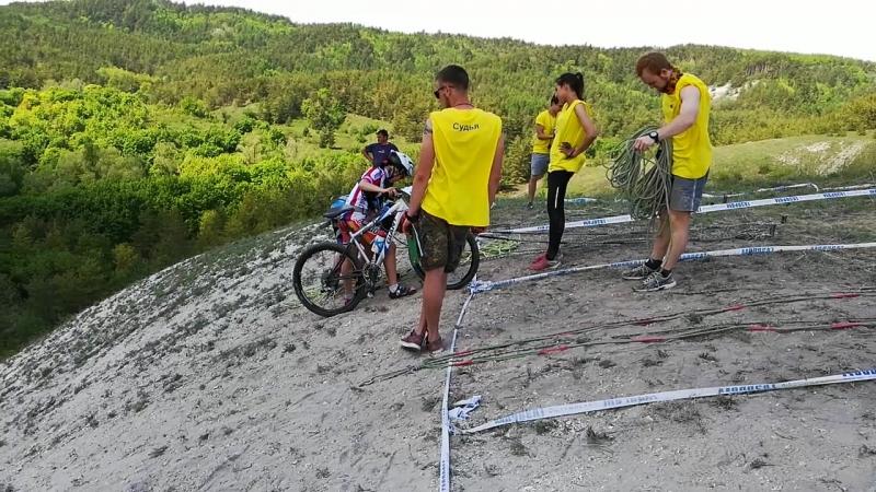 Спуск с велосипедами