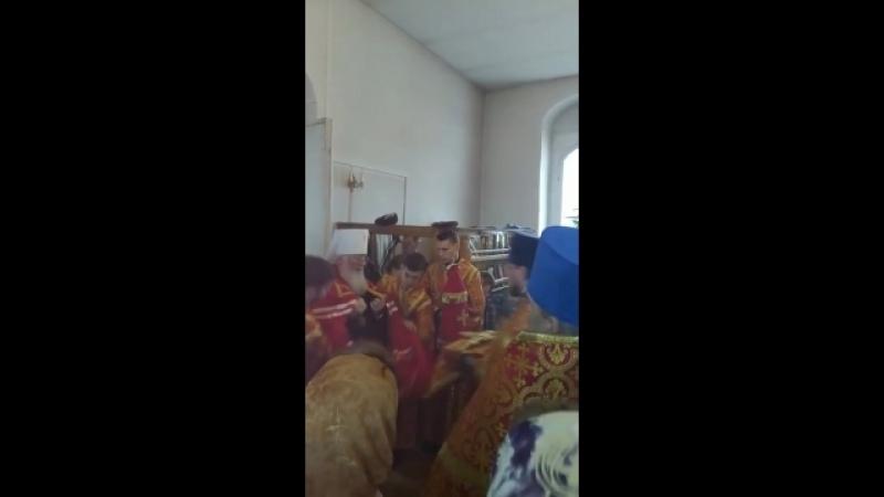 Митрополит Новгородский и Старорусский Лев возглавил службу в праздник жен мироносиц в храме Тихвинской иконы Божией Матери в го