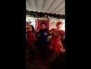 Танцы на вечере встречи класса
