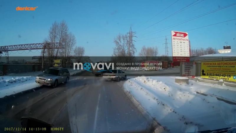 Водитель Ленд Крузера столкнулся с грузовиком на Писемского