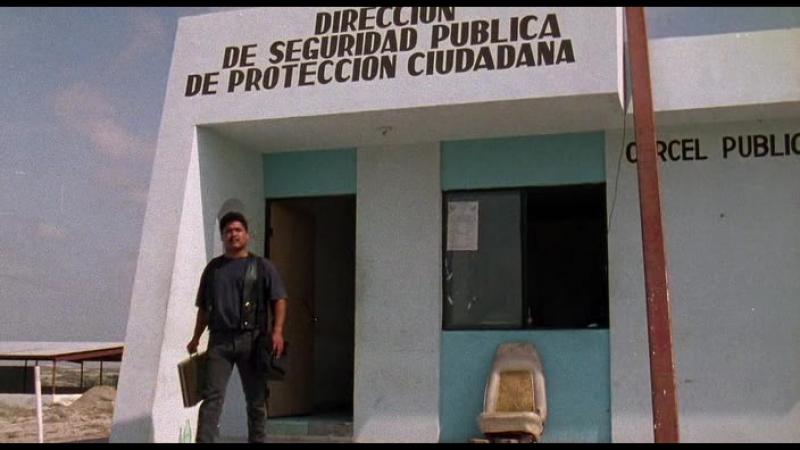 Музыкант. 1993. Боевик, триллер, криминал. Карлос Гальярдо, Консуэло Гомес, Хайме де Ойос, Питер Марквардт.