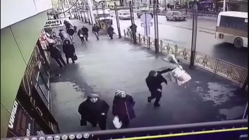 В Иркутске полицейские задержали подозреваемого в ограблении цветочного магазина