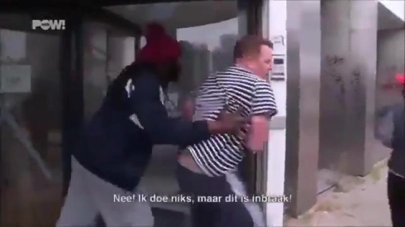 A Amsterdam des migrants tentent de pénétrer de force dans des résidences habitées pour occuper certains logements