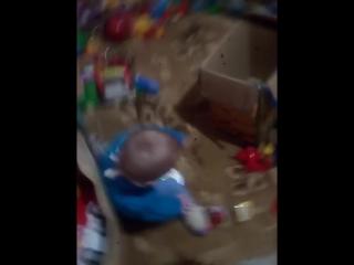 7 03 2018 Сашенька набирает в рот лекарство а потом стал воду компот прибегает в игровую и выплёвывает