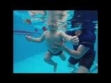 Богдан плавает