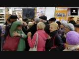 Жители Оренбурга устроили давку за скидочными сушилками для белья. И эти люди хотят, чтобы все жили как они!