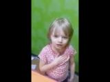 Русская девочка поет гимн Азербайджана.