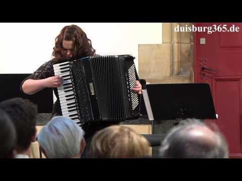 Egle Bartkeviciute aus Vilnius beim Serenadenkonzert mit Duisburger Philharmonikern