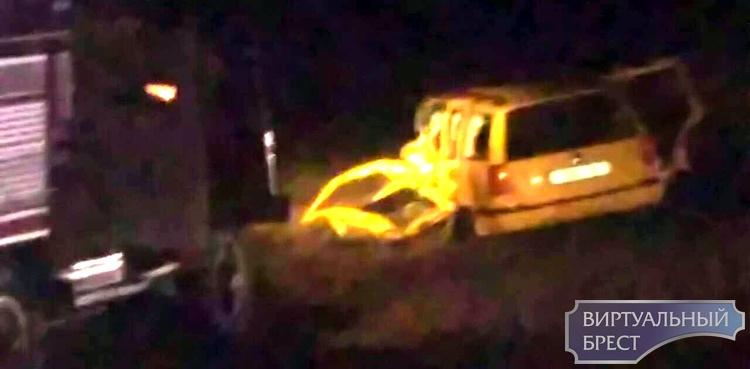 Ночью на трассе М10 в Дрогичинском районе произошло серьёзное ДТП