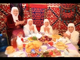 В Ораза айт в Республиканской мечети угощали национальными блюдами / МИР 24