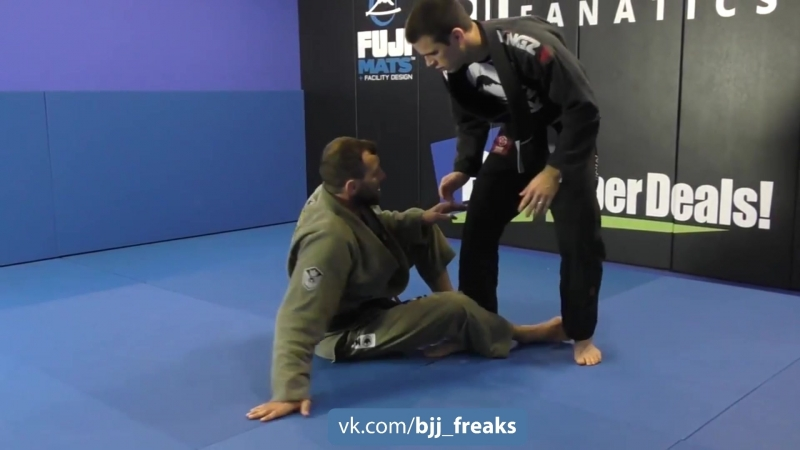 Eduardo Telles - Leap trap from knee cut