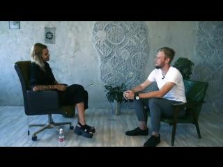 Поэт и литературный критик Серафима Ананасова сравнила А. Навального с «тамбовской шлюшкой»