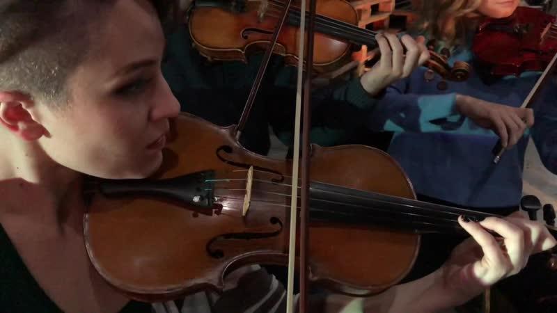 Видеоприглашение на концерт в Черновцах