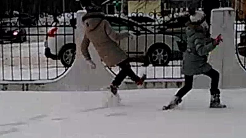 олоночка и я падают в снег