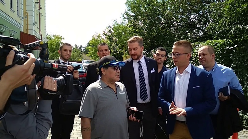 Марадона приехал в отель