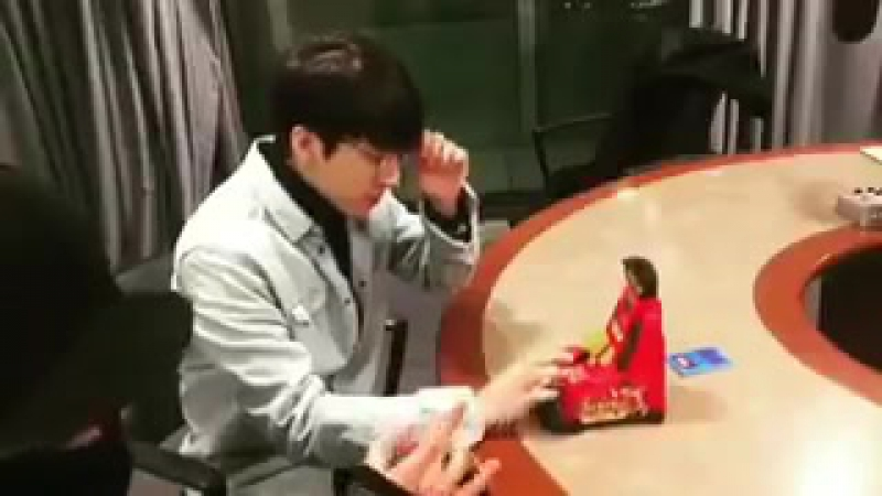 [VID] 180115 SBS Lee Gukju Youngstreet Radio Instagram update - INFINITE Sungjong Woohyun (5)