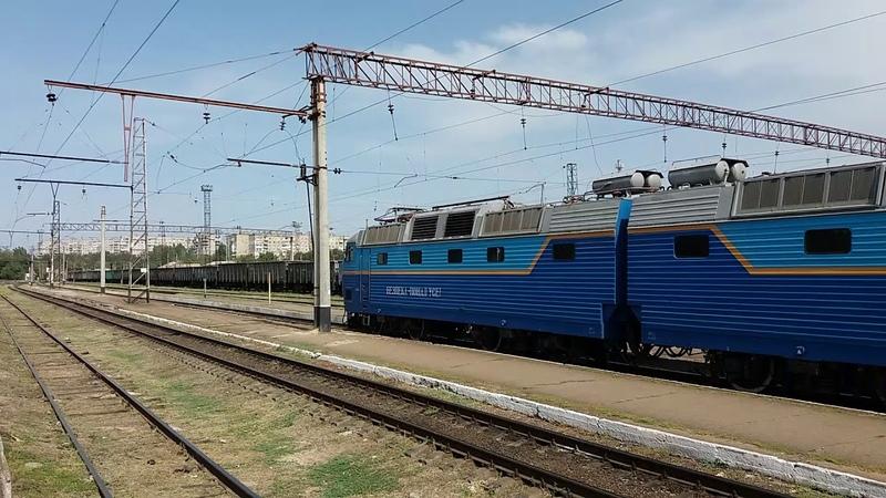 ЧС7-305 следует по Ст.Запорожье-2 с поездом Запорожье-Львов