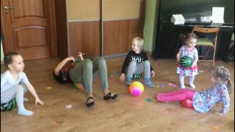 Кони и пони с детьми 3-4 лет