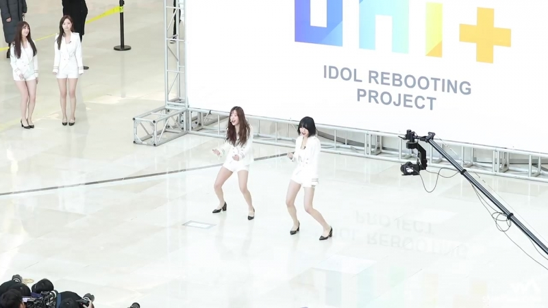 180211 더 유닛 (THE UNIT) 유닛G (여자) 메들리 4K 직캠 @타임스퀘어 게릴라 콘서트 4K Fancam by -wA