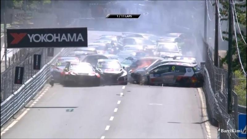 Огромная авария на гонках: сразу все 27 автомобилей столкнулись во время заезда на первом же круге WTCR Vila Real 2018 Race 1 St