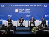 Владимир Путин и Премьер-министр Японии Синдзо Абэ приняли участие в панельной дискуссии «Бизнес-диалог Россия – Япония».