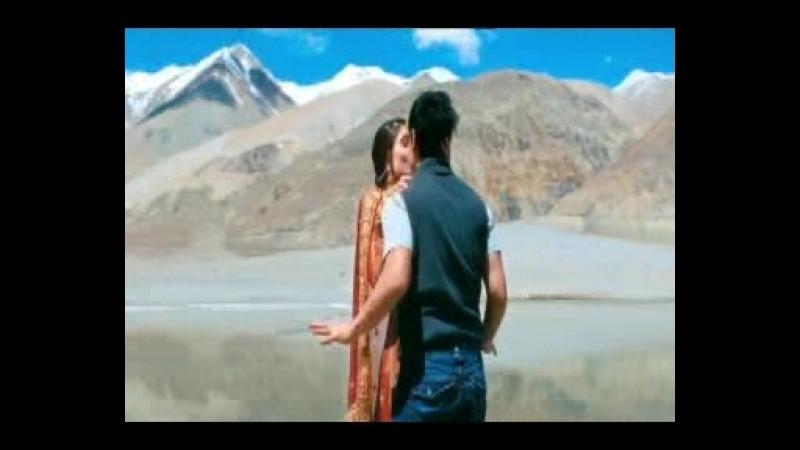 фильм Три идиота поцелуй Амира Кхана и Карины Капур