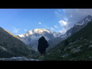 28 июля 2018 Если присмотреться то можно увидеть в конце видео странные темные объекты на фоне горы. Как думаете, может НЛО?