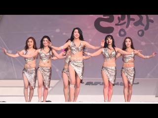 Кореянки танцуют восточный танец. 더 에스벨리 무용단-벨리댄스-1-2017문화가 흐르는 서울광장 20170628