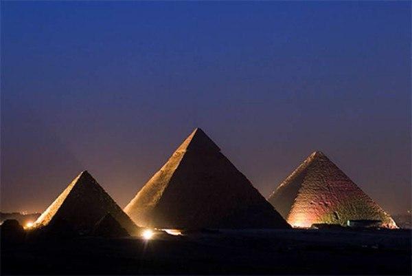 Космические пришельцы и строительство египетских пирамид - Белые пятна в истории. Факты и белые пятна в истории строительства египетских пирамидМестонахождение трех пирамид Гизы в точности